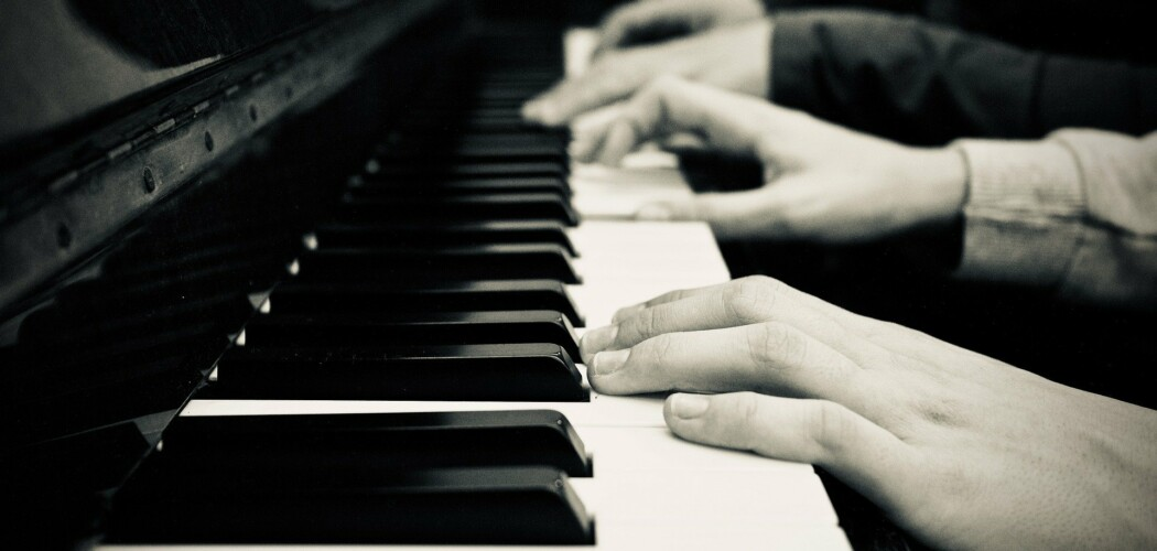 Quatre mains sur un piano